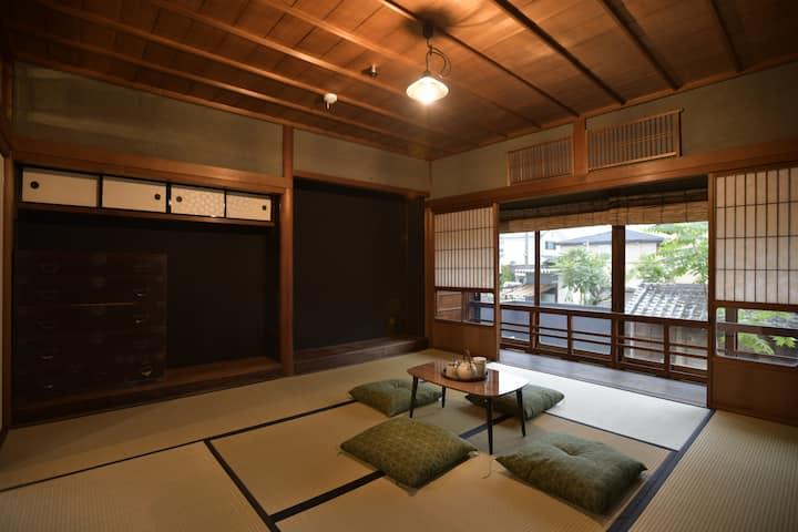 篠山城から徒歩距離・元米屋・最上階和室・定員4名