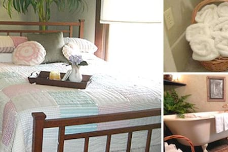 Queen size bedroom & private bath