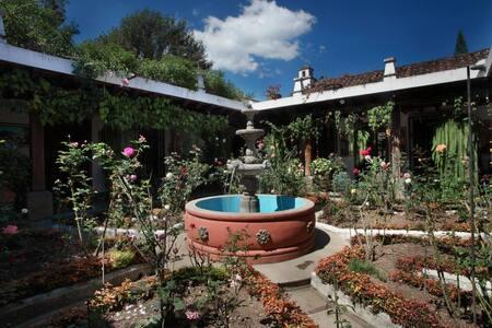 """Casa """"Los Rosales"""" - Antigua Guatemala"""