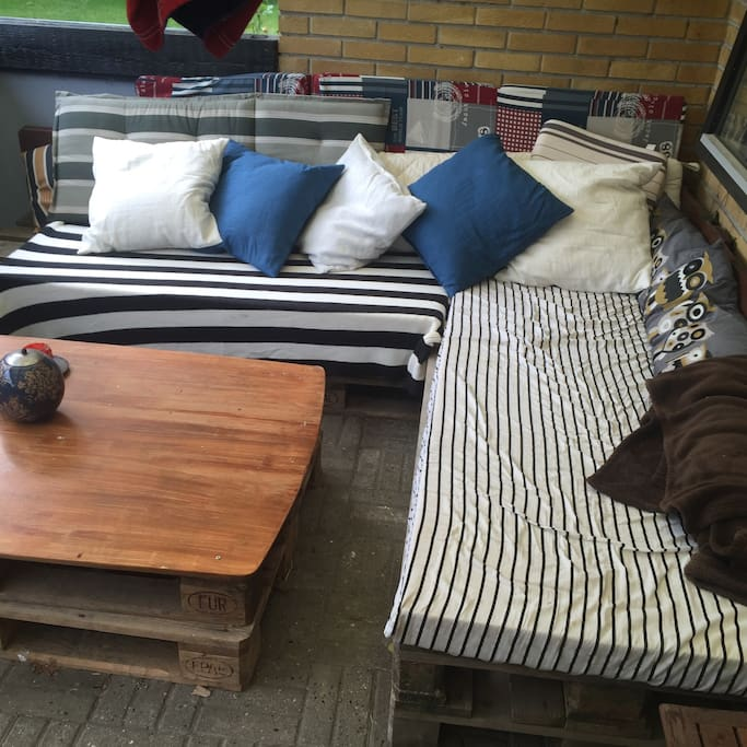 Outdoor pallet sofa corner.
