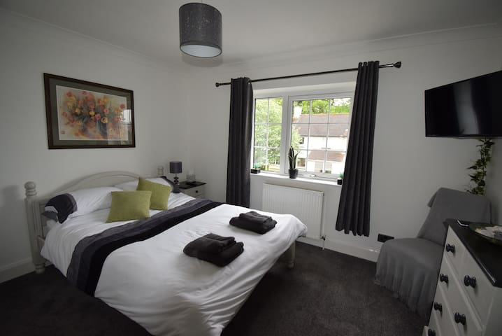Wyvis Guest House - Deluxe Double Bedroom