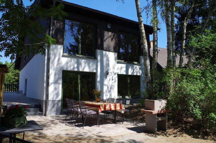 NEU- Ferienhaus nur 750m Waldweg zum Libbesickesee