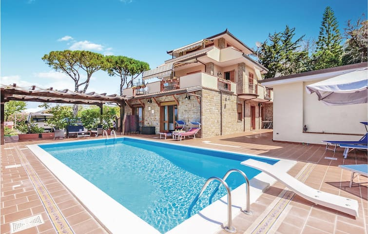 Holiday apartment with 3 bedrooms on 225m² in Castellabate -SA-