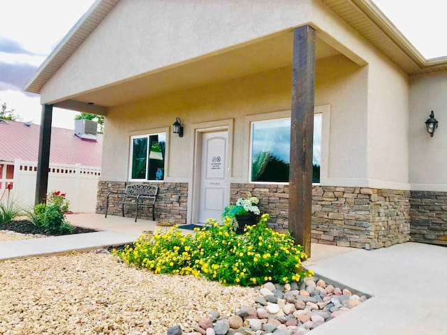HEART OF DOWNTOWN KANAB *Newly Built House*