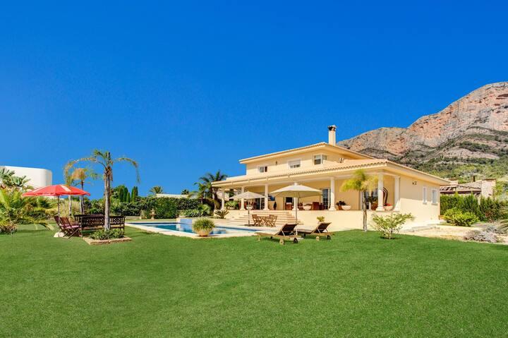 Casa en zona tranquila con piscina y jacuzzi