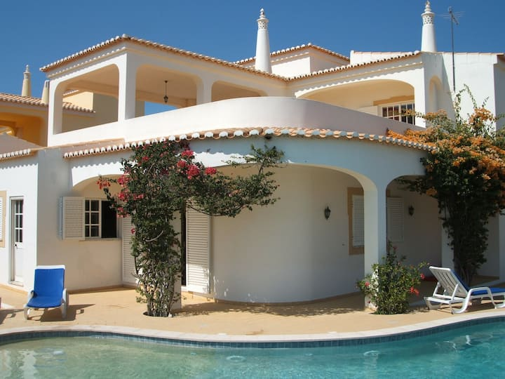 Spacious holiday villa, Carvoeiro. Algarve.