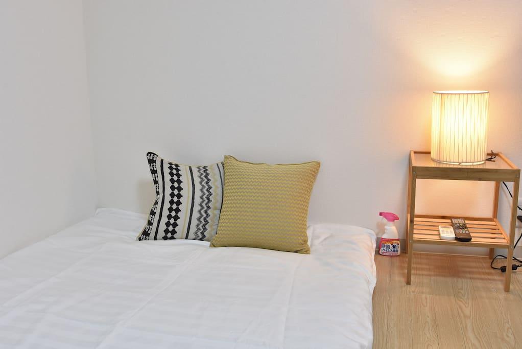 日本風格的雙蒲團。 일본식 더블 이불. Japanese-style double futon.