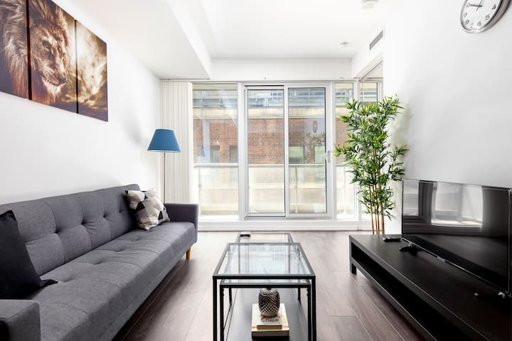 Across from Eatons! Modern 2BR Condo! By CN Tower