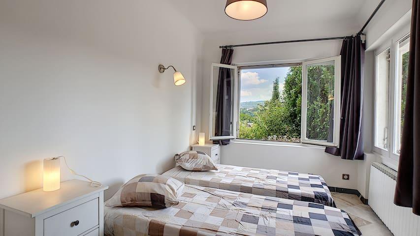 Chambre 2 niveau terrasse