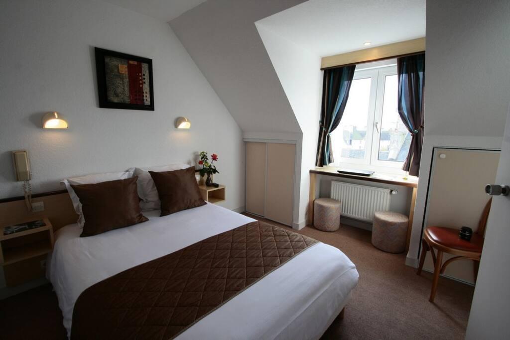 chambre double centre ville chambres d 39 h tes louer roscoff bretagne france. Black Bedroom Furniture Sets. Home Design Ideas