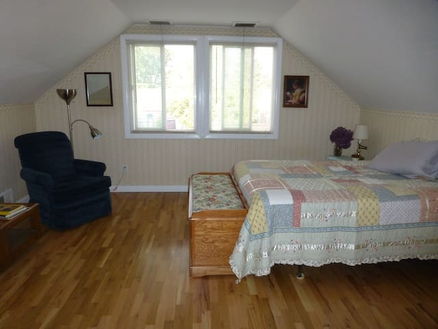 2nd floor, private 2 bedroom 1 bath