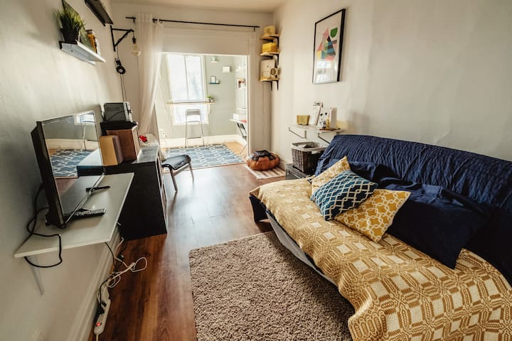 Trendy Apartment near Olympic Village/Rosemont