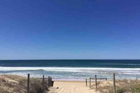 Quiet, Airy & Convenient Beachside Cronulla Unit