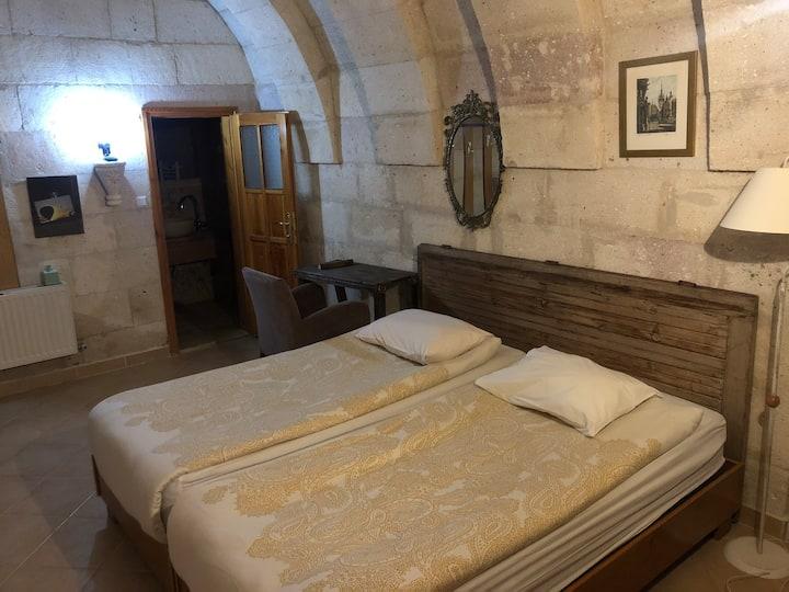 Arc cave hotel