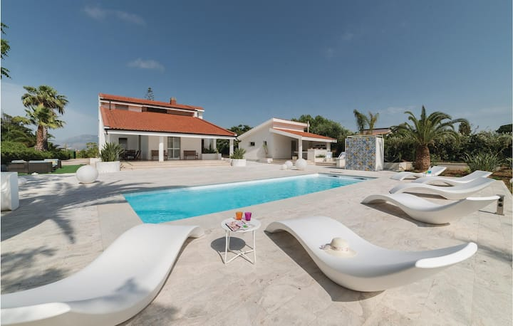 Holiday cottage with 6 bedrooms on 180m² in Balestrate PA