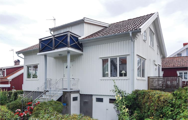 Holiday apartment with 3 bedrooms on 80m² in Mollösund