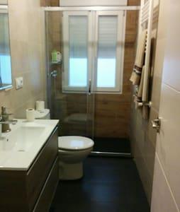 Habitación privada con  baño privad - Santander