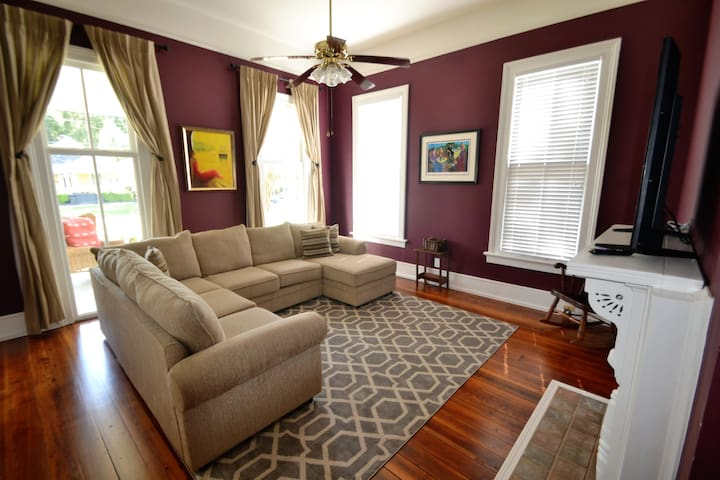 The Historic District House Suite Two- Sleeps 6