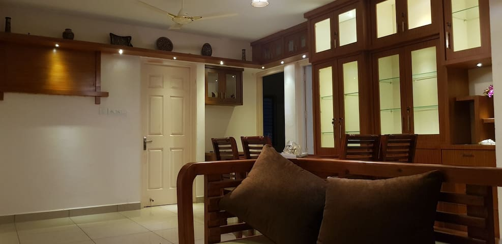 AC 3-Bdrm Apt. At the centre of city.5 mins frm RS