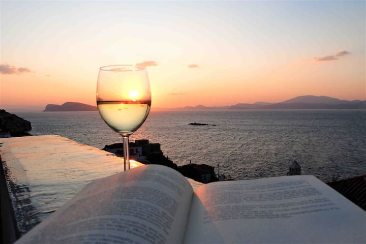 Sunset & sea view house in Hydra