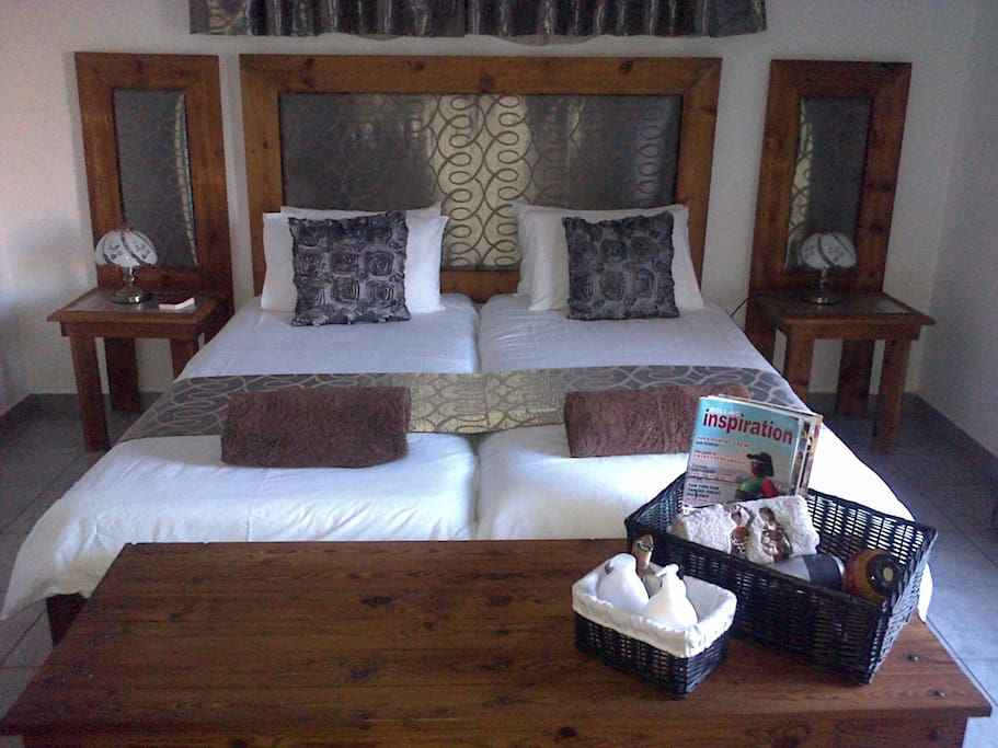 Room 1 Luxuary Room Flatscreen TV with DSTV, airconditioned