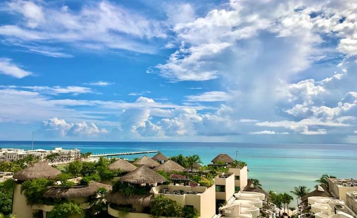 *Spectacular Oceanview Condo* By the Sandy Beach