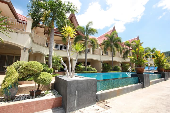 Wheelchair Friendly in Fully Serviced Resort - Bang Sa-re - Leilighet