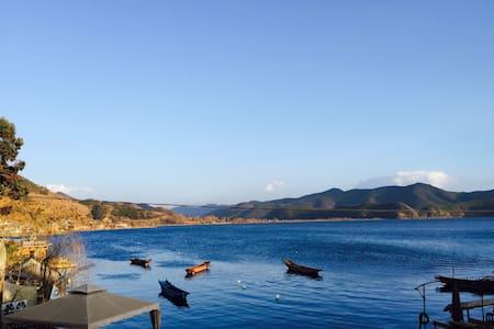 泸沽湖一年一班湖景大床房 Youth Hostel - 盐源
