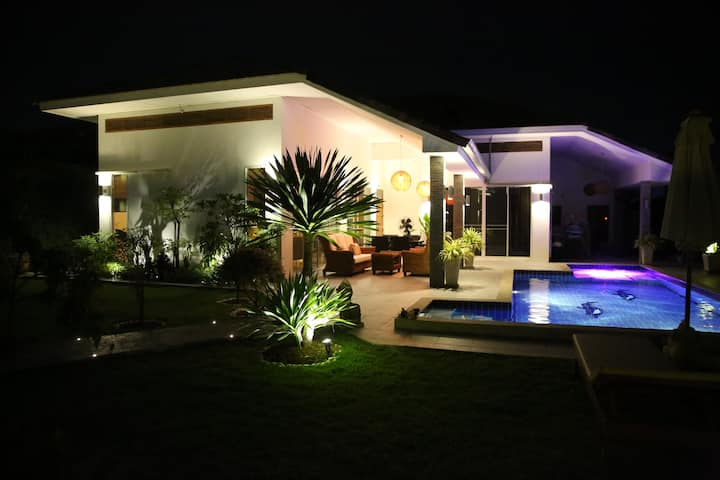 Beautiful pool villa in Hua Hin