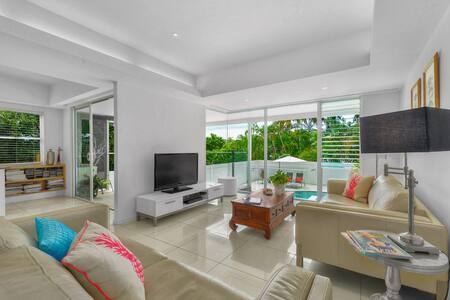 Resort style home with pool - Hamilton - Ev