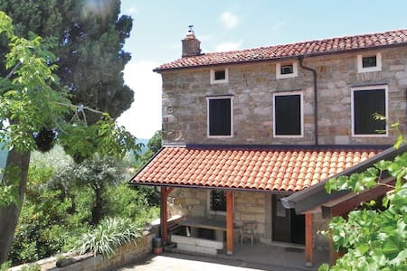 3 Bedrooms Cottage in Crni Kal - Crni Kal