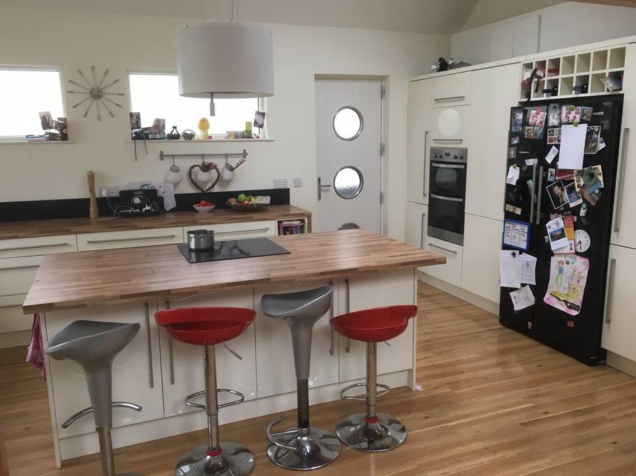 Spacious, modern kitchen and breakfast bar