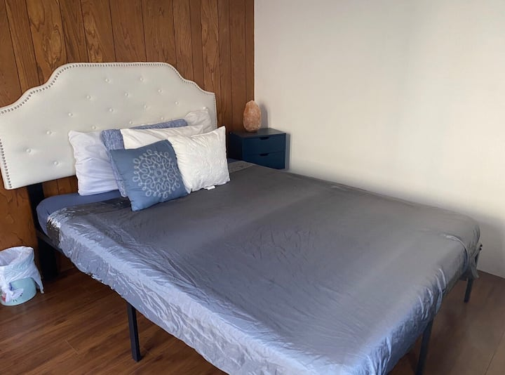 Chill private room close to beach  mall+parking