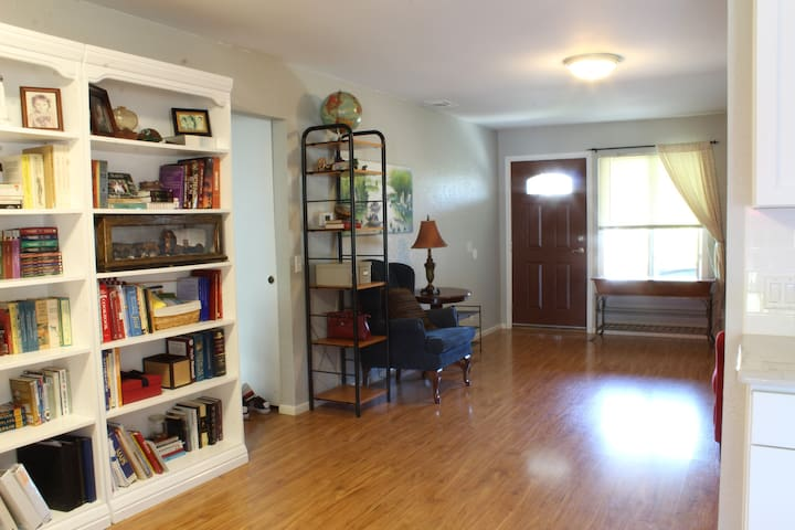 4 bed/2 ba Family Retreat in SD