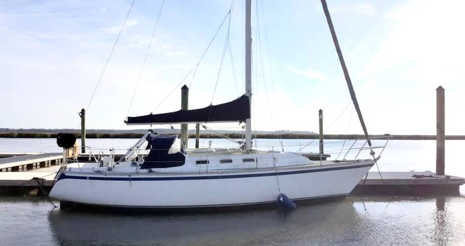 Rum-Runner Sailboat for 2! Tybee Island Marina, GA