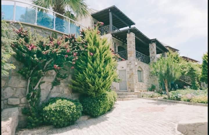Gümüşlük'de Müstakil Özel Havuzlu Villa