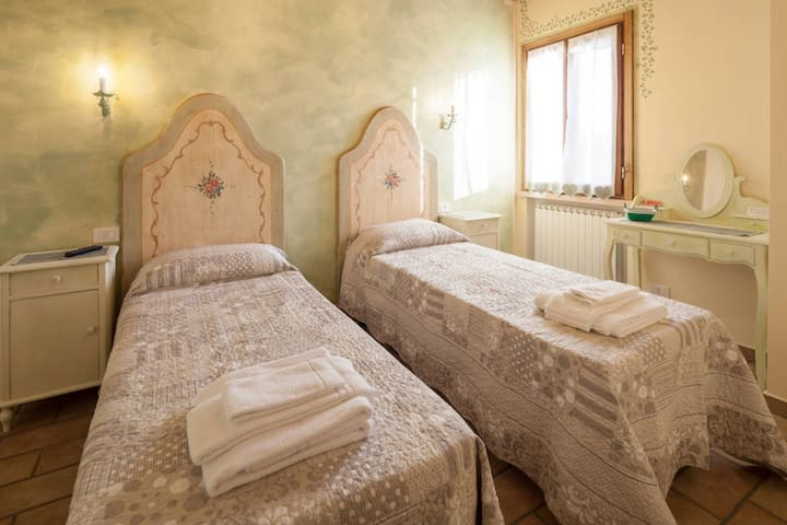 B&B MANTOVA EDERA - Roncoferraro - Bed & Breakfast