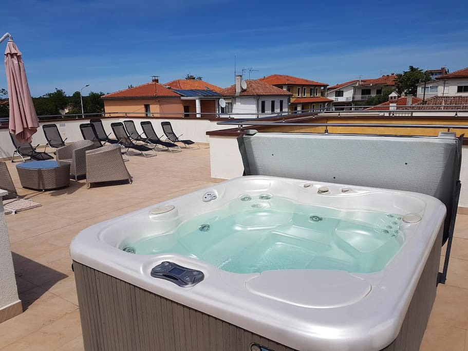 Jacuzzi on the roof terrace