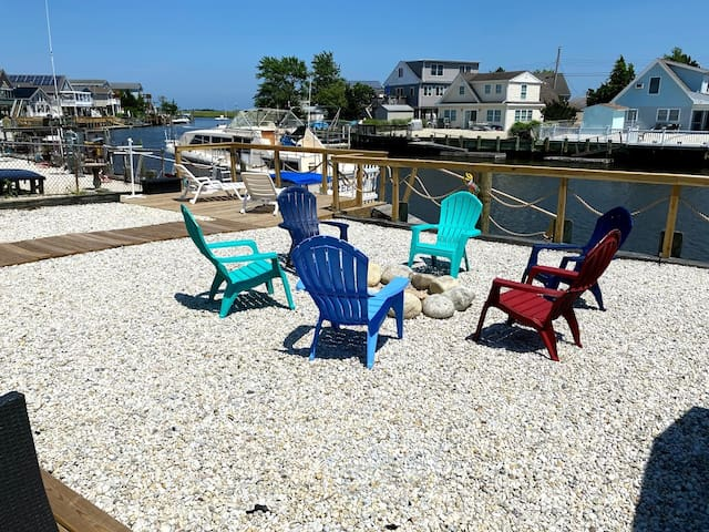 Dock Holiday - 3 Bedroom Waterfront Home