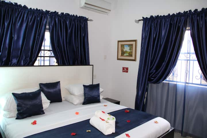 Vinchee  Suites-# Deluxe Queen Room