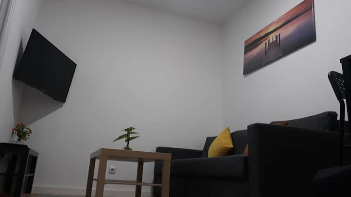 New flat , modern , wifi, 10min sol, 5 Reina Sofia