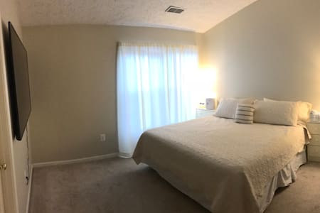 Large Room w/ Comfy King Bed Near Bel Air & APG
