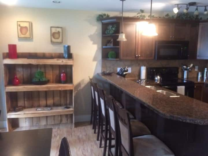Executive Suite in the Heart of Radium Hot Springs