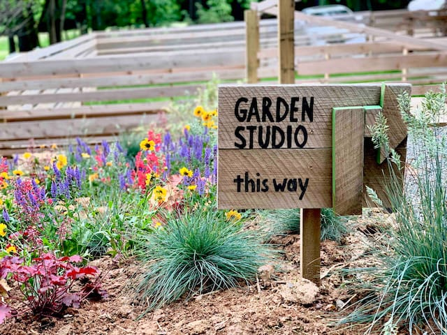 Private Garden Studio - Close to Longwood with W&D