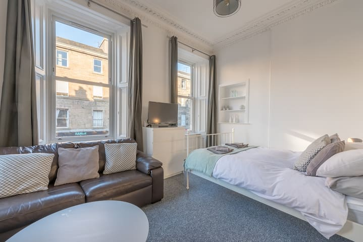 Fantastic Bread St Apartment. City Centre Sleeps 6