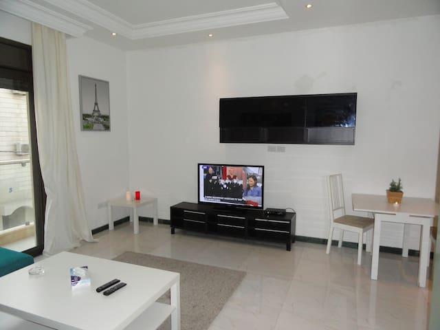 Modern Cozy Apt with Full Kitchen/Amenities