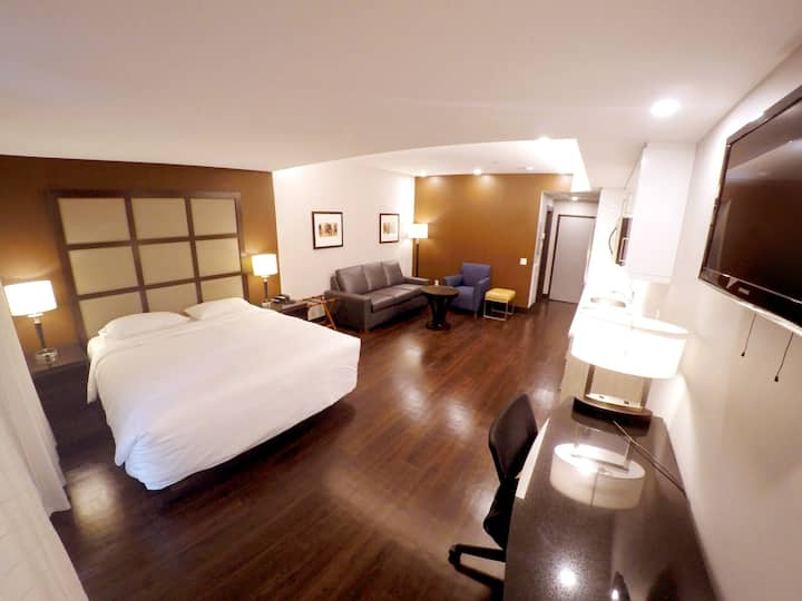 M-Montreal Studio King Room with Sofa bed