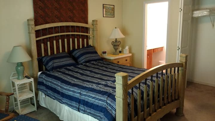 Bedroom Suite near Botanical Gardens and Clemson.