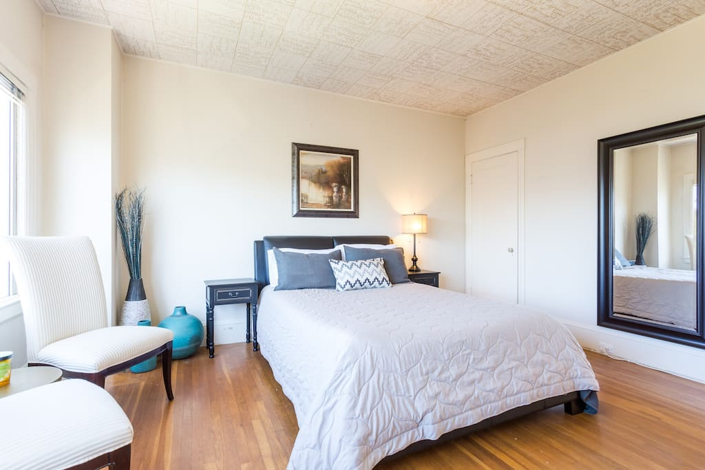 Stunning marina master bedroom in a penthouse apartments for Master bedroom for rent san jose
