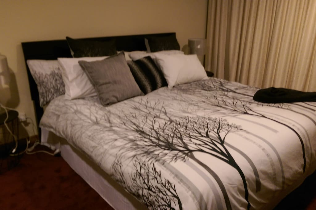 LUXURIOUS KING SIZE BED WITH ELECTRIC BLANKET FOR THOSE WINTER NIGHTS